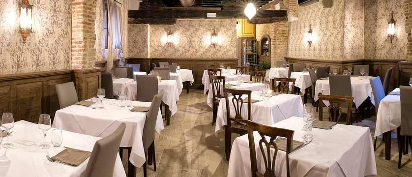 Locanda la Corte, Venice, Italy - dining room.jpg